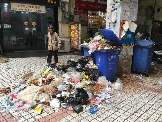 垃圾成堆恶臭扑鼻 多个城中村垃圾成堆